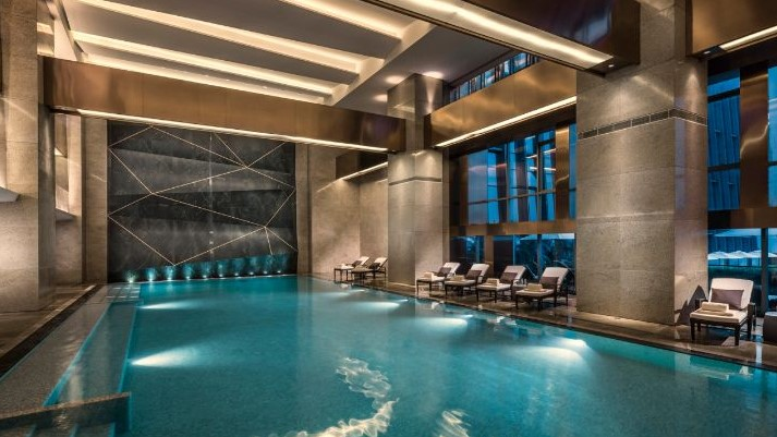 20 beautiful indoor swimming pool design ideas for 2018 for Pool design 2018