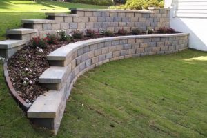 How to Choose the Best Retaining Wall For Your Home