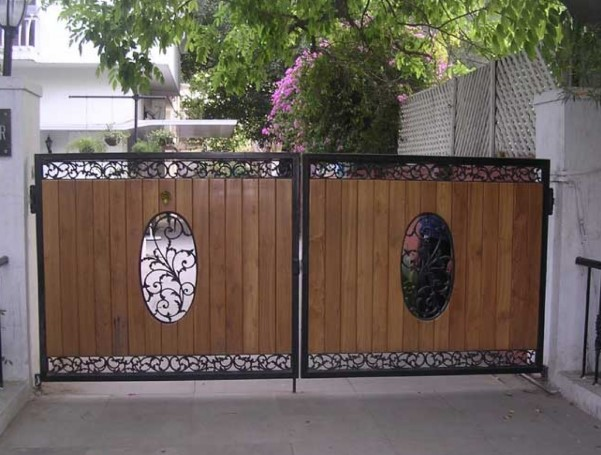 Wood Fence Iron-Carved Wood Carving