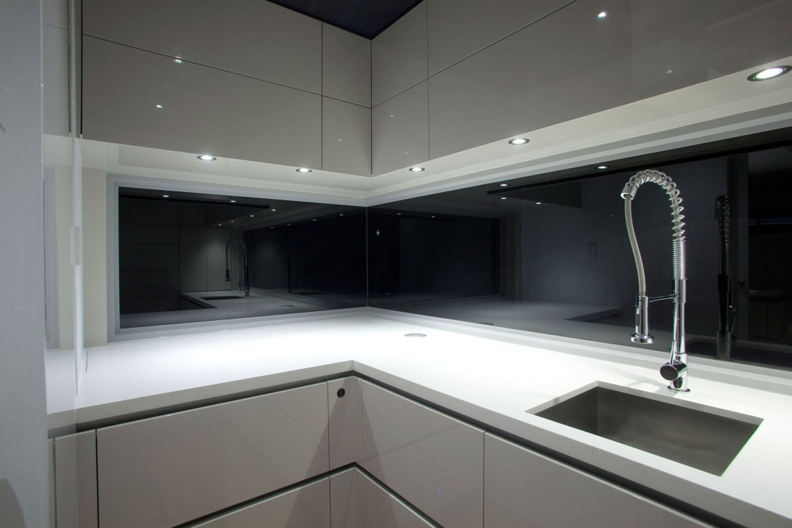 - The Pros And Cons Of A Glass Splashback In Your Kitchen
