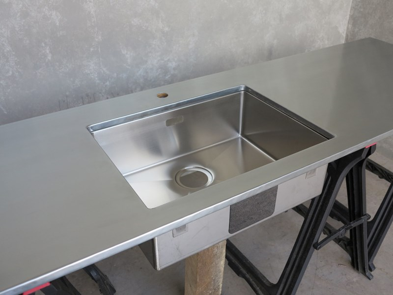 How to Choose Metal For Your Kitchen Cabinets